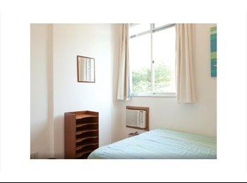 EasyQuarto BR - Great room in spacious, sunny apt next to beach - Ipanema, Rio de Janeiro (Capital) - R$ 2.000 Por mês