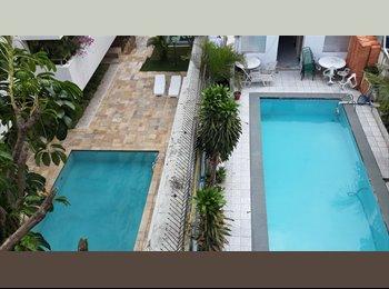 Alugo ótimos quarto p/ moças, c/piscina,mobiliado,