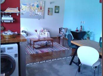 EasyQuarto BR - Dividir apto Zona Sul com garagem(french -english) - Laranjeiras, Rio de Janeiro (Capital) - R$ 1.500 Por mês