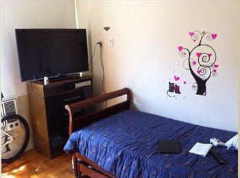 EasyQuarto BR - Alugo Quarto com Banheiro para mulheres - Copacabana, Rio de Janeiro (Capital) - R$ 2.000 Por mês