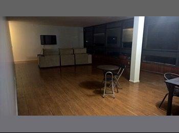 Quarto em apartamento na 111 Sul - bloco A