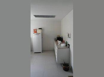 EasyQuarto BR - Quarto dependência com banheiro individual (suíte) - Laranjeiras, Rio de Janeiro (Capital) - R$ 900 Por mês