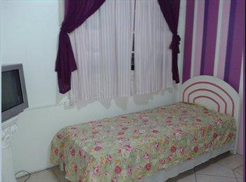 EasyQuarto BR - quartos para meninas - Centro, Porto Alegre - R$ 700 Por mês