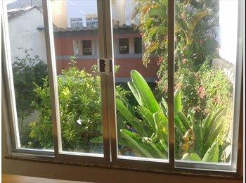 EasyQuarto BR - Suite em agradável casa no Grajau - Grajaú, Rio de Janeiro (Capital) - R$ 1.250 Por mês