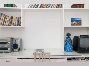 Quarto na Gávea com ventilador, wi-fi, bancada de estudo,...