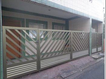 Vaga em Republica para Moça em casa Nova em Santos
