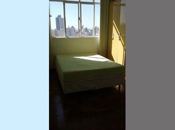 Alugo quartos para moça