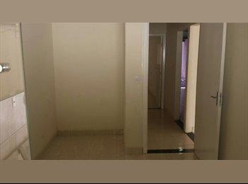 Alugo casa de 2 quartos