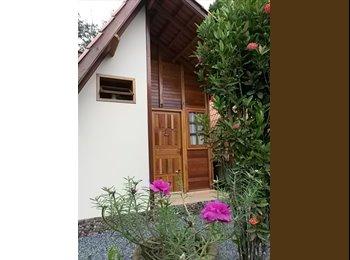 EasyQuarto BR - Quitinete (estilo Chalé) - Joinville, Região de Joinville - R$ 750 Por mês