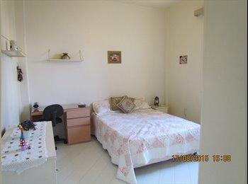 EasyQuarto BR - Alugo excelente quarto para moça no final da Rua General Glicério no bairro Laranjeiras ! - Laranjeiras, Rio de Janeiro (Capital) - R$ 900 Por mês