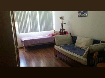 EasyQuarto BR - [VAGA EM LARANJEIRAS.PARA MENINAS] - Laranjeiras, Rio de Janeiro (Capital) - R$ 480 Por mês