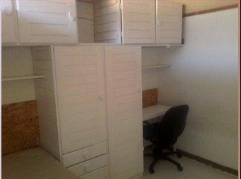 EasyQuarto BR - Centro, Londrina - R$ 550 Por mês