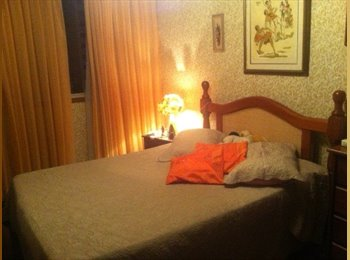 Alugo quarto/suite