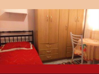 Alugo quarto mobiliado suite