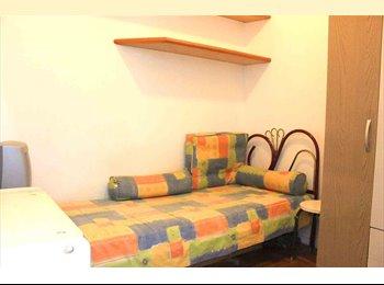 EasyQuarto BR - Quarto pequeno (dependencia), silencioso e independente - Laranjeiras, Rio de Janeiro (Capital) - R$ 950 Por mês