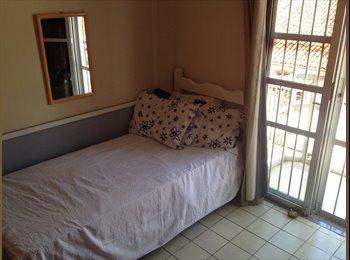 EasyQuarto BR - Room in Iracema Beach (Praia de Iracema) - Aldeota, Fortaleza - R$ 600 Por mês