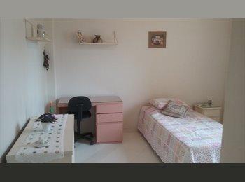 EasyQuarto BR - Alugo excelente quarto para moça profissional /estudante em Laranjeiras, Rio de Janeiro (Capital) - R$ 1.200 Por mês