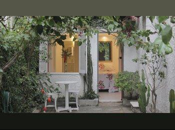 Suite completa com  quintal e entrada independente
