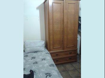 EasyQuarto BR - Quarto/Saleta pequena, mobiliada como quarto. - Copacabana, Rio de Janeiro (Capital) - R$ 1.000 Por mês