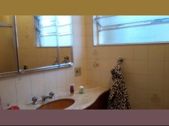 Alugo um quarto feminino no itaim bibi