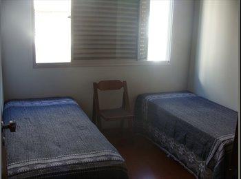 Quarto em apartamento mobilhado