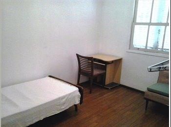 casa/quartos individuais mobiliado 4 quadras Shopping Santa...