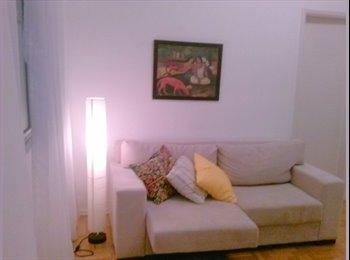 EasyQuarto BR - Quarto com armário em charmoso apê de Laranjeiras - Laranjeiras, Rio de Janeiro (Capital) - R$ 1.600 Por mês