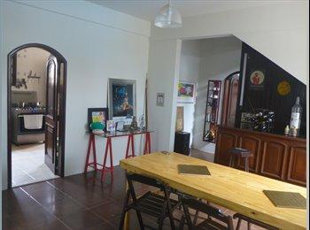 EasyQuarto BR - Divido bela casa próximo ao Shopping Manauara. Quartos e suites individuais.  - Manaus, Manaus - R$ 500 Por mês