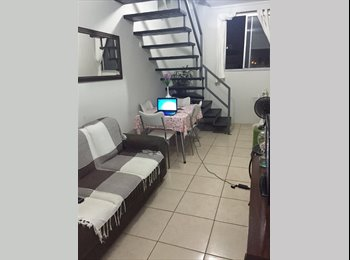Divido Apartamento/Quarto individual disponível