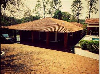 EasyQuarto BR - Locação de quartos com banheiro privativo - Suites - Londrina, Londrina - R$ 850 Por mês