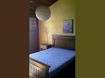 EasyQuarto BR - Quarto muito bonito, grande e decorado perto do centro - Centro, Curitiba - R$ 900 Por mês