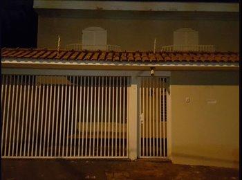 EasyQuarto BR - ALUGO QUARTO C/ SUITE INDIVIDUAL,SALA 2 AMBIENTE,AGUA,LUZ,INTERNET,GARAGEM P/CARRO COBERTA - Ribeirão Preto, Ribeirão Preto - R$ 650 Por mês