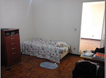 Casa em bairro tranquilo e a 6 minutos do Metrô Jardim São...
