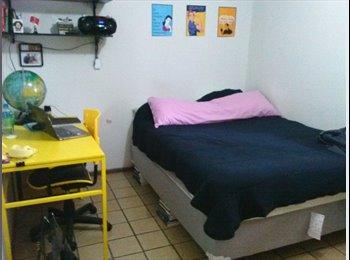 EasyQuarto BR - Quarto individual com cama de casal, Brasília - R$ 1.400 Por mês