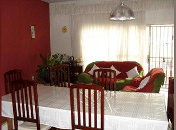 EasyQuarto BR - Quartos no centro de Londrina para estudantes, Londrina - R$ 410 Por mês
