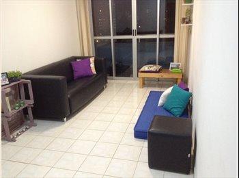 EasyQuarto BR - Ofereço quarto feminino mobiliado em apt de 2 quartos, Londrina - R$ 700 Por mês