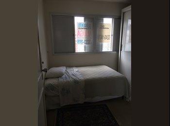 Alugo um excelente quarto