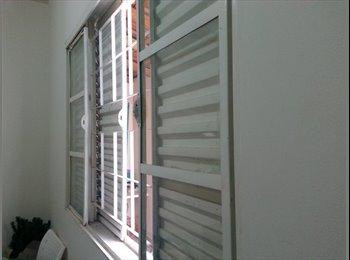 EasyQuarto BR - ALUGA-SE QUARTO (a mobiliar) FEMININO, Londrina - R$ 700 Por mês