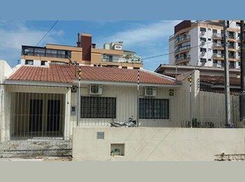 EasyQuarto BR - Alugo quarto com ótima localização para menina organizada e tranquila., Florianópolis - R$ 650 Por mês
