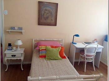 EasyQuarto BR - Alugo quarto para moça em Copacabana, Rio de Janeiro (Capital) - R$ 1.700 Por mês