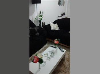 EasyQuarto BR - Divido apartamento com moças na Pituba, Salvador - R$ 400 Por mês