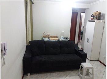 EasyQuarto BR - Quarto para menina no Satelite, São José dos Campos - R$ 600 Por mês