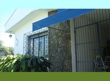 EasyQuarto BR - Suite para solteiro com internet e TV a cabo, Londrina - R$ 600 Por mês