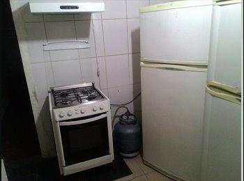 Alugo quartos para moças e rapazes
