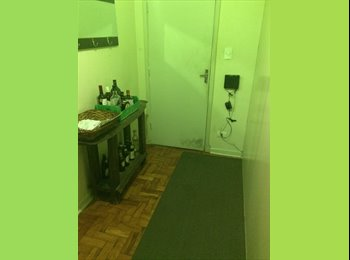 Alugo quarto em Santana