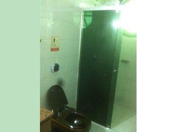 EasyQuarto BR - Alugo quarto, Curitiba - R$ 700 Por mês