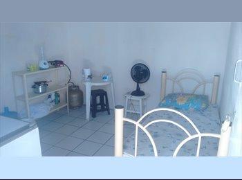 EasyQuarto BR - Quarto individual entrada independente com WC, Recife - R$ 450 Por mês