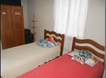 EasyQuarto BR - Alugo quarto com 2 camas de solteiro. Praia do Futuro, Fortaleza, Fortaleza - R$ 700 Por mês