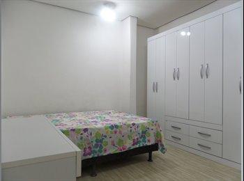 Suite com cozinha americana e banheiro