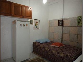 EasyQuarto BR - quarto mobiliado de frente, Porto Alegre - R$ 600 Por mês